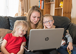 Rachel Wiffen with children at laptop