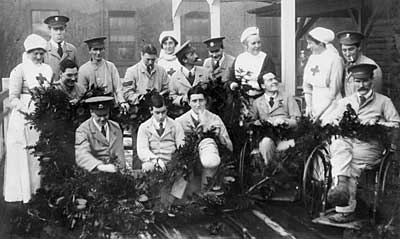 Group photograph of nurses and injured solders from the First World War