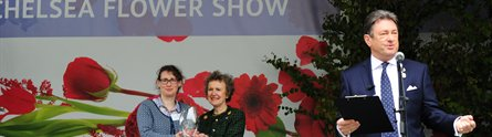 Alan Titchmarsh presenting the University with its Chelsea Flower Show Gold Medal