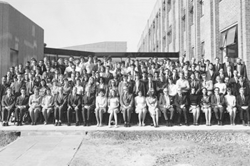 Group photo of the first students to the Medical School in 1970